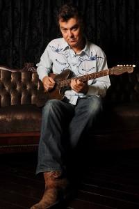 Doug Pettibone with his Trussart guitar - Photo credit: Joerg Kliewe.