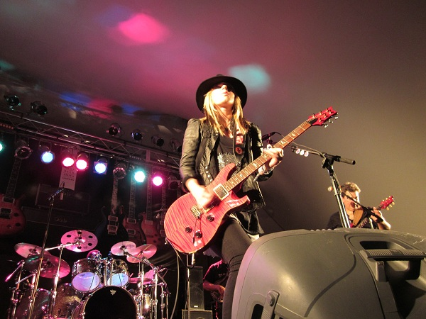 Orianthi With Her PRS Guitar