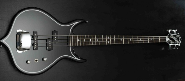 Cort Gene Simmons Punisher II Bass Photo: Rob Cavuoto